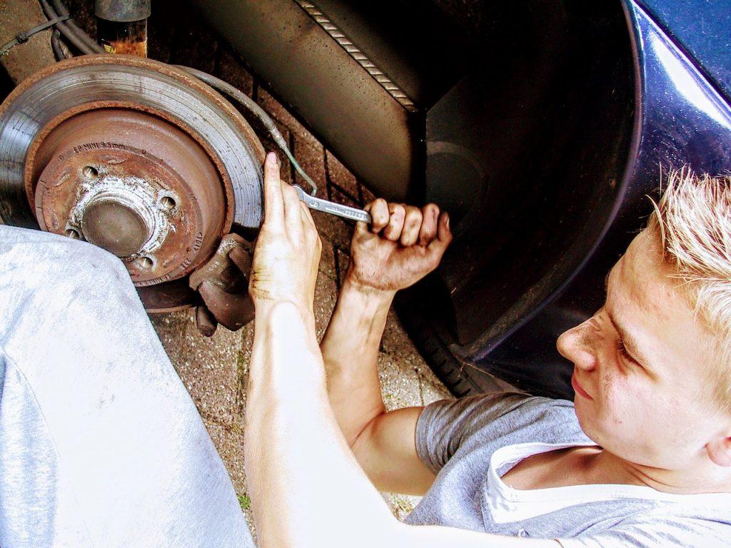 mechanic-fixing-car