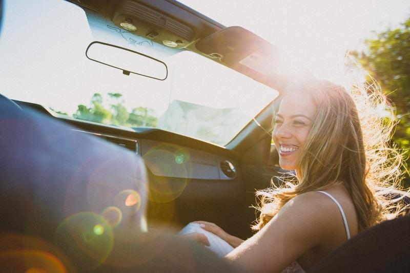 girl-in-car-sun-behind